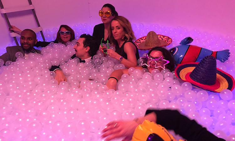 Adultes dans piscine