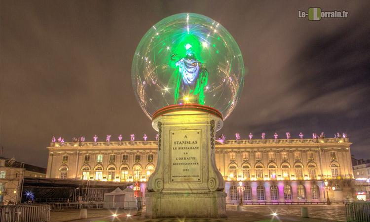 statue dans une bulle