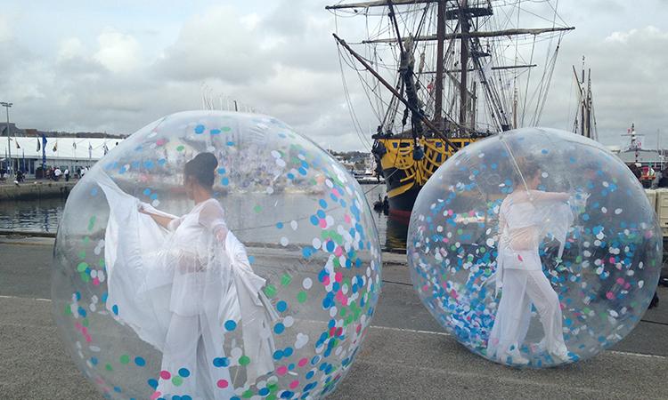 bulle de déambulation artistique sur eau, bulle artistique, bulle d'art