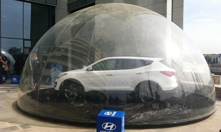 véhicule dans une bulle, voiture dans une bulle