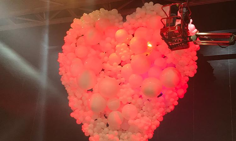 décor en ballon de baudruche pour Dior
