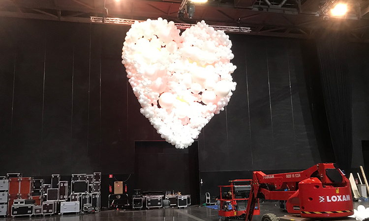 décor en ballons de baudruche installation