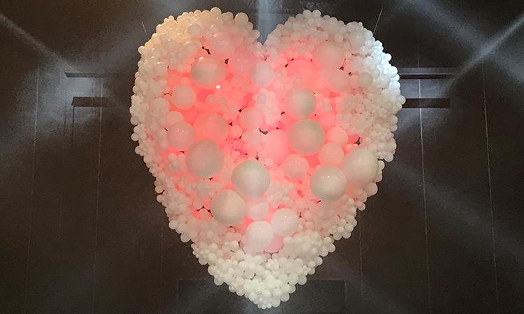 décor en ballons de baudruche pour Dior